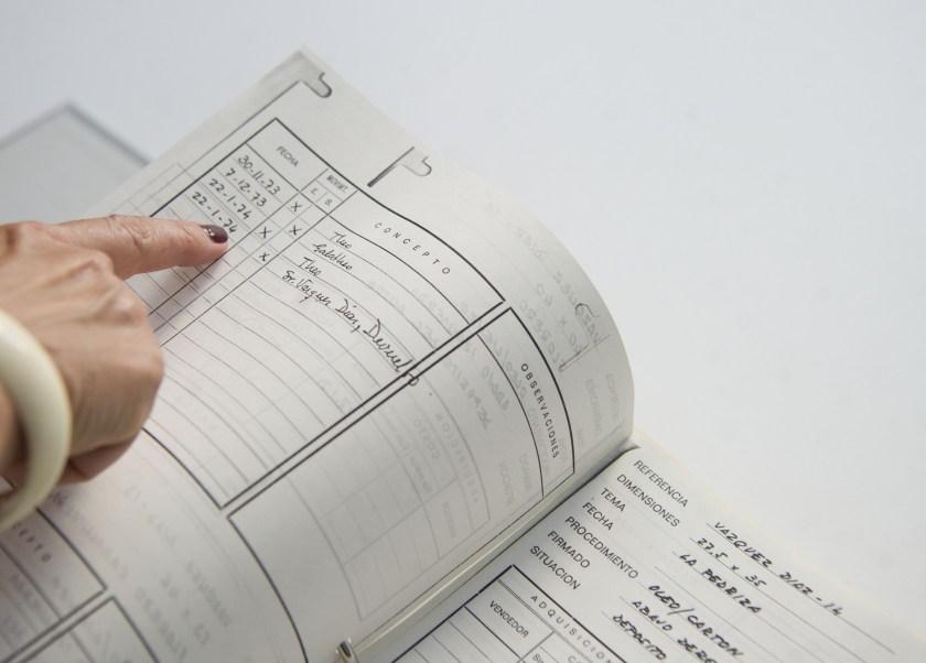 Un detalle de los libros de registro de las obras, Historia viva de la galería