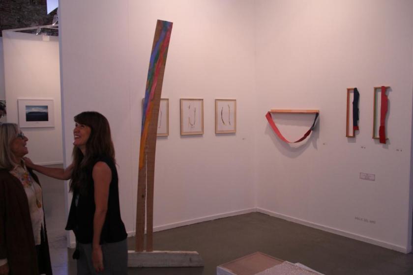 Detalle del estand de Espai Set d'Art, con obras de Ana H. del Amo