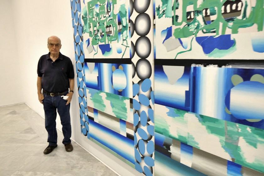 Luis Gordillo en una de las salas de su retrospectiva en el CAAC (Foto: J. M. Serrano)