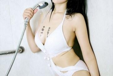 Phát thèm body siêu mướt của Trương Ưu trong phòng tắm