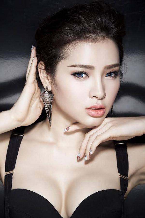 dung-hinh-vi-ve-dep-khong-goc-chet-cua-phuong-trinh-jolie (1)