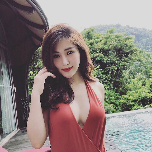 huong-tram-dot-mat-fan-bang-loat-anh-khoe-nguc-khung (2)