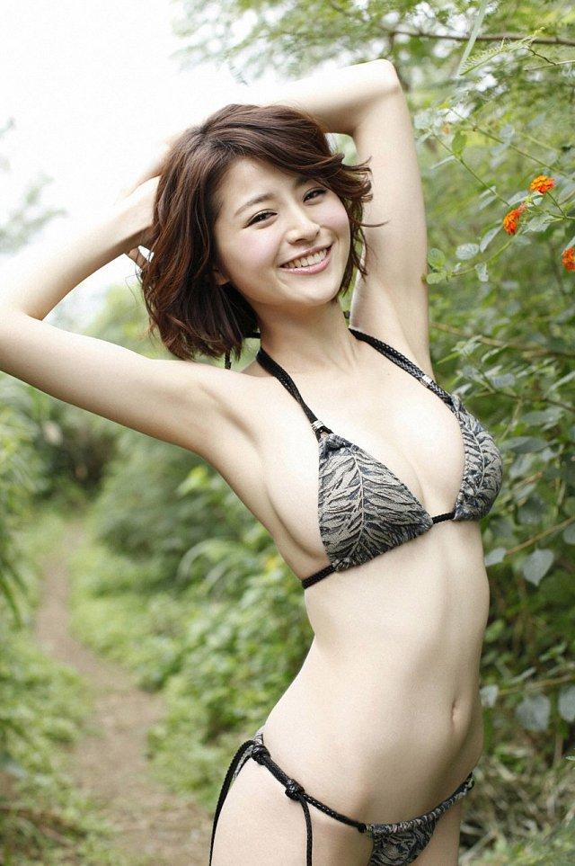 Chinami-Suzuki-khien-fan-dung-hinh-vi-body-nong-bong-mat (2)