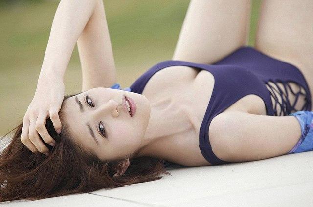 Chinami-Suzuki-khien-fan-dung-hinh-vi-body-nong-bong-mat (9)