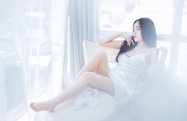 bong-mat-vi-bo-anh-day-khieu-khich-cua-hot-girl-huyen-anh (1)
