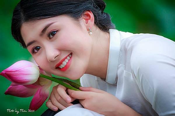 nang-tiep-vien-hang-khong-pham-ngoc-linh-xinh-dep-noi-ban-bat (1)