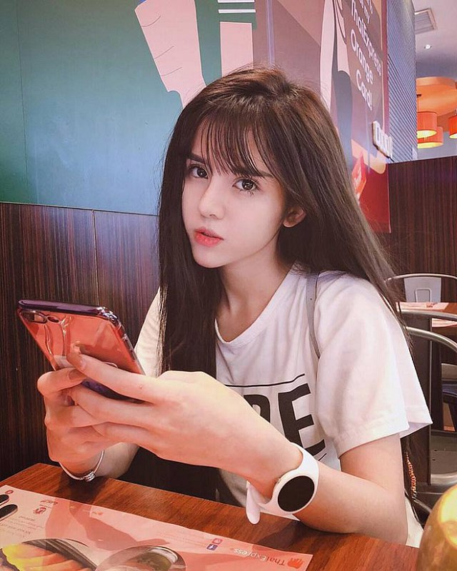 ngo-ngang-ve-dep-lai-cua-nang-hot-girl-my-linh (3)