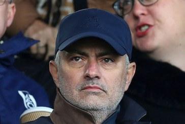 Roma mời Mourinho đảm nhận chiếc ghế nóng trong 3 năm