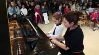 Jeune élève de piano