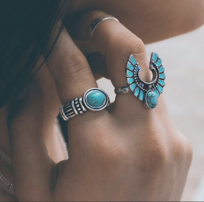 5 Essentials to Look Cute While Having Fun under the Sun-inspired silver jewelry