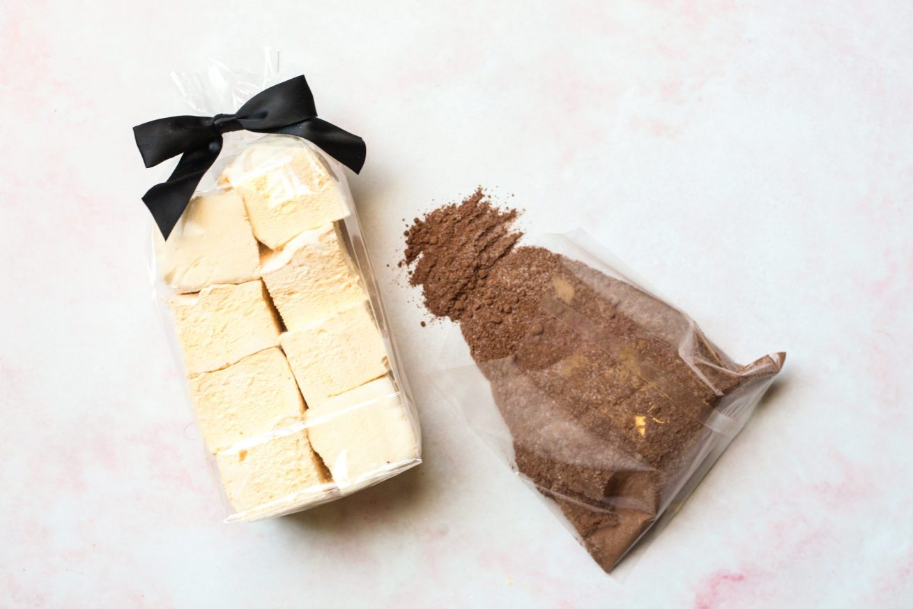 Hot chocolate and french vanilla marshmallows gift set