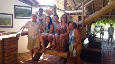 Foto com o pessoal da pousada Rancho do Buna