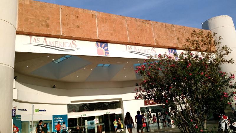 Chegada à Cancún, Shopping Las Americas e Walmart