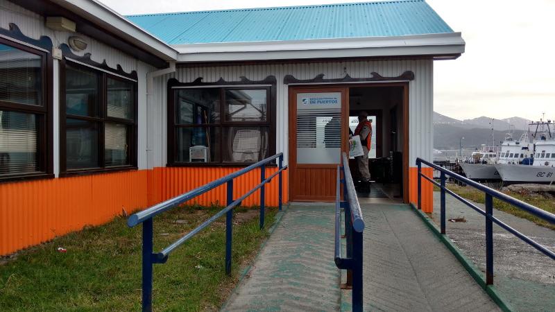 Siga na Viagem - Passeio pelo Canal de Beagle em Ushuaia - Controle de passageiros no Porto de Ushuaia.