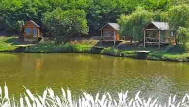 Photo of Lacul Sânmărghita, deschis pentru pescuit – cabane moderne, pontoane, lac populat cu pește