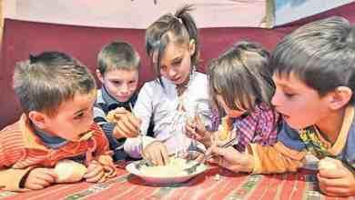 Photo of STUDIU. Un român din 3 trăiește în sărăcie, unul din 6 trăiește în sărăcie extremă