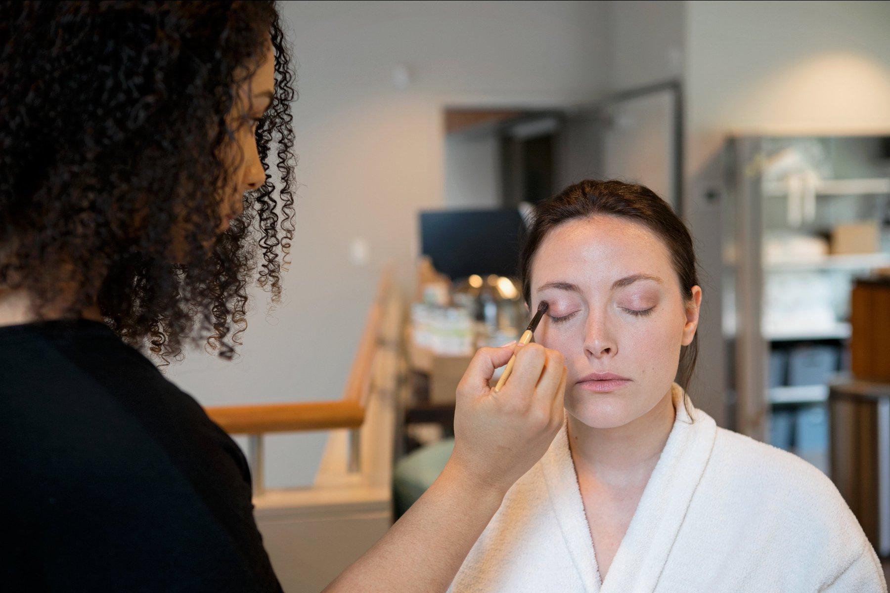acacia spa springfield missouri makeup consultation beauty woman eyeshadow