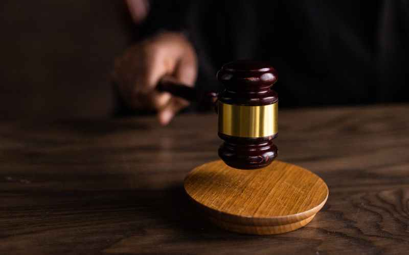 wood court still life judge