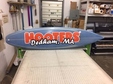 hooters surf