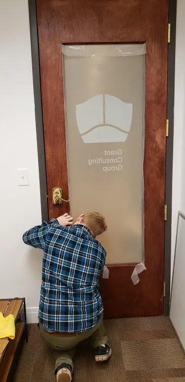 installing privacy film