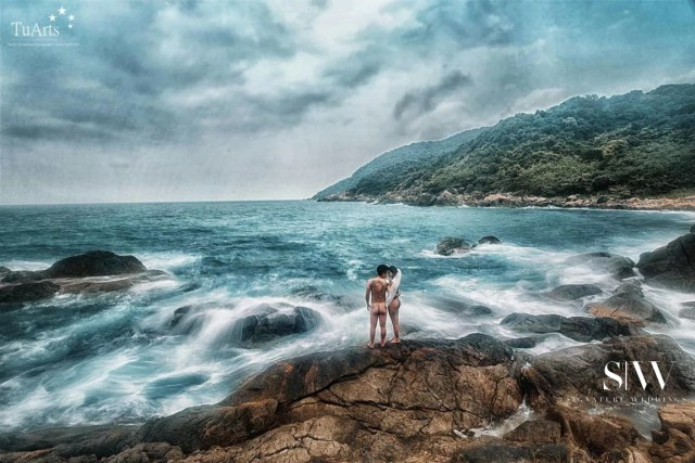 wedding-photography, etc, engagement, be-inspired - Couple Poses Bare in their Vietnam Pre-Wedding Photography and It's Stunning!