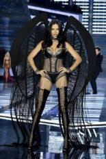 VICTORIA'S SECRET 2017 Fashion Show: See Every Look!