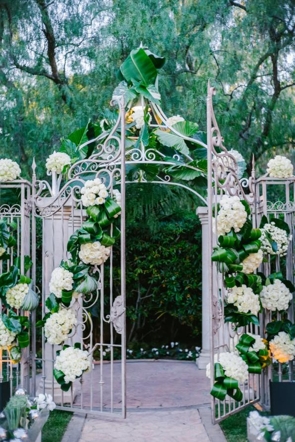ideas, wedding, global-wedding - A fabulous Beverly Hills Hotel outdoor wedding by Mindy Weiss