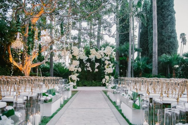 A fabulous Beverly Hills Hotel outdoor wedding by Mindy Weiss