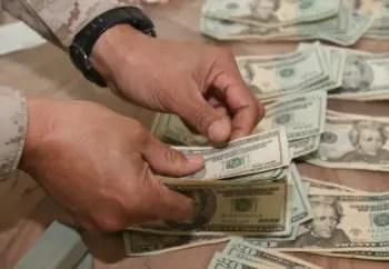 que-significa-sonar-contando-dinero-billetes