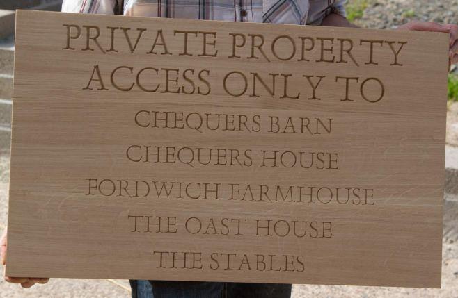 oak-carved-sign