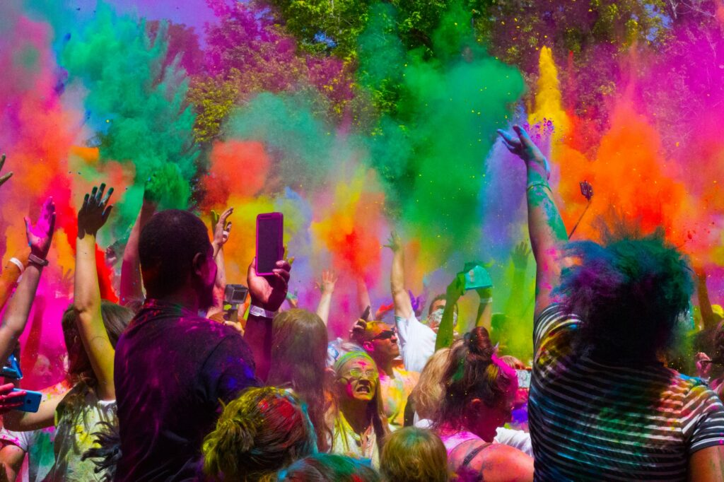 Spanish Girls Wallpaper Utah Holi Revelers Embrace Hindu Legend Signpost