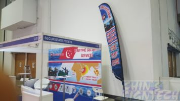 4.7m feather flag use at exhibition