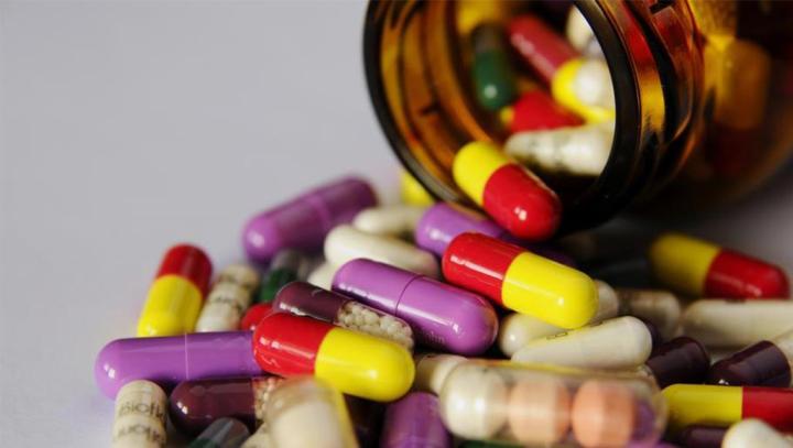 الولايات المتحدة الأمريكية. ما الفرق بين المكملات الغذائية والفيتامينات الطبيعية؟