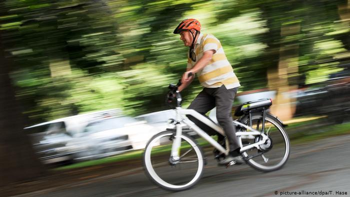 الدراجات الكهربائية.. متعة صديقة للبيئة؟