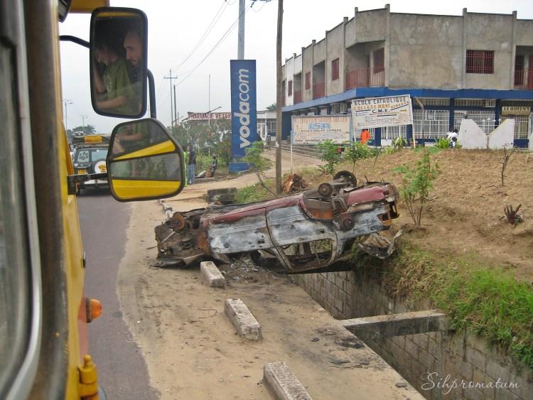 turned over car, Kinshasa
