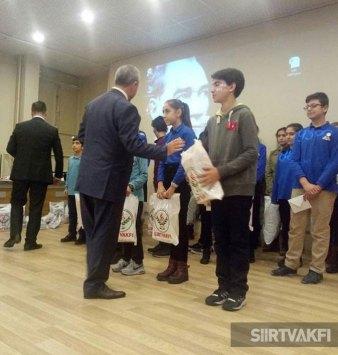 Siirt Vakfı Eğitim Yardımları - Öğrencilere Ödül Dağıtımı