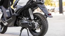 2016-Yamaha-Aerox-R-EU-Absolute-White-Detail-015