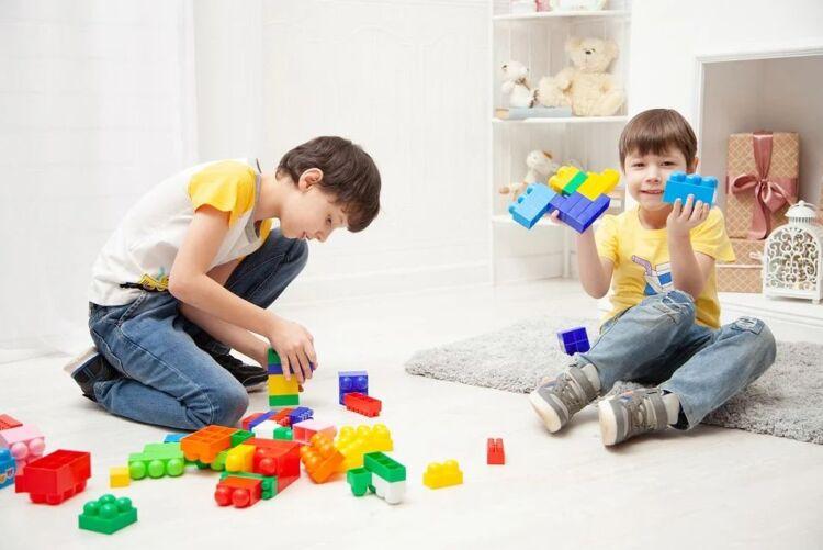 پسر هدیه LEGO