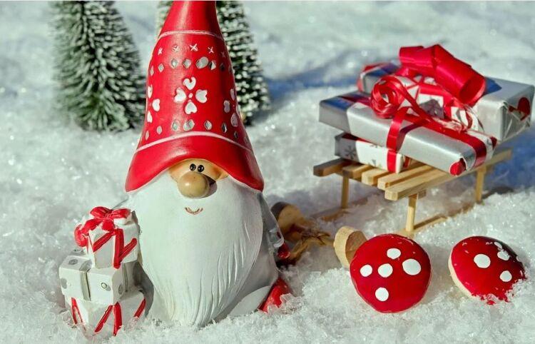 چه چیزی را برای یک دختر از بابا نوئل بپرسید