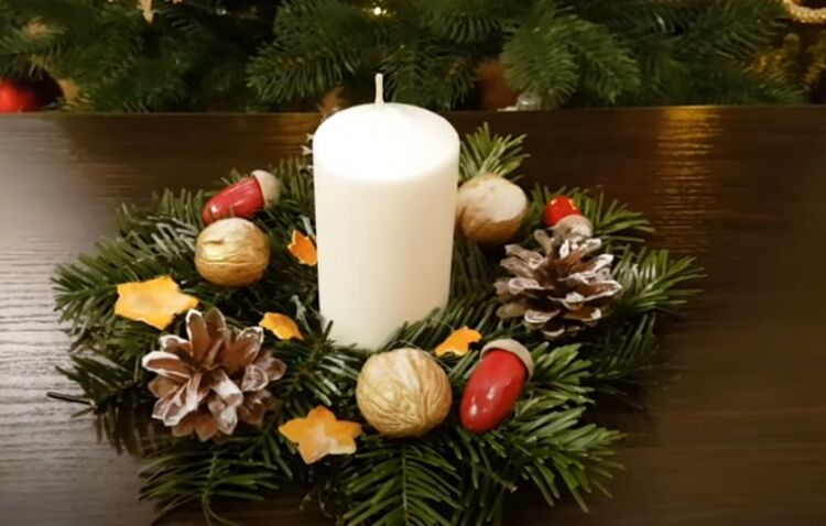 Изготовление венка на Новый год на стол со свечой