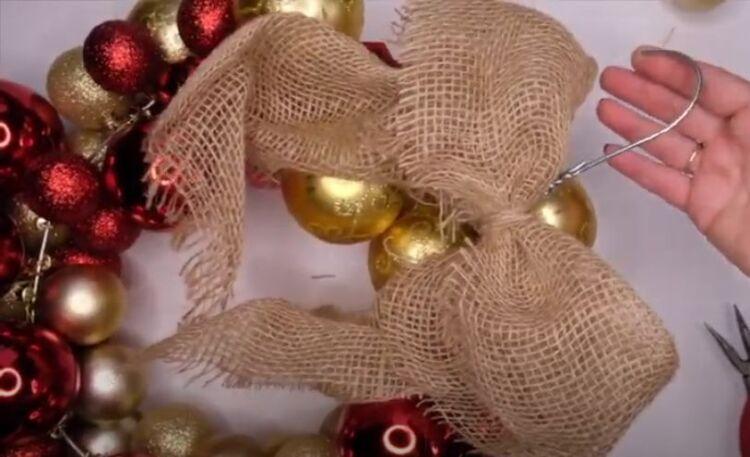 Новогодний венок из шариков в домашних условиях