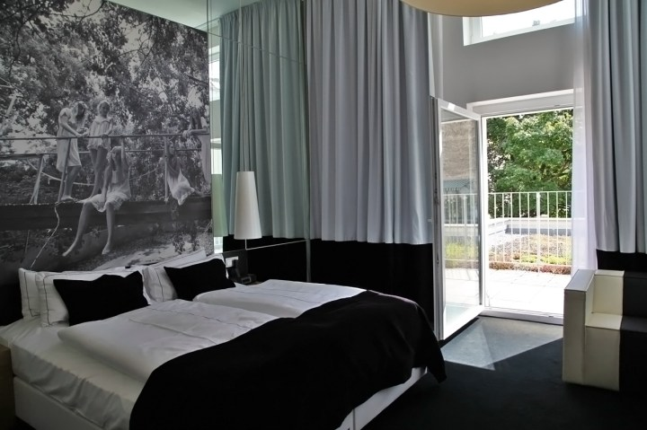 Hotel-Sir-FK-Savigny-Berlin-Silencio-Medium-room 04