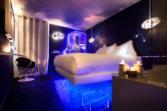 hotel_seven-paris-levitation-silencio