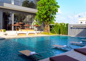 the-vismaya-bangkok-airport-hotel-piscine