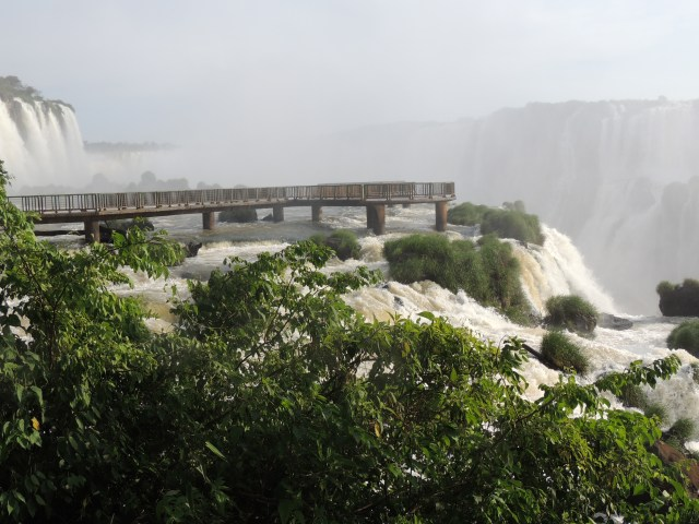 garganta-do-diablo-foz-do-iguazu-falls-silencio