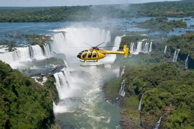Si le temps est dégagé, pensez à un survol des chutes d'Iguazu en hélicoptère (avec Helisul)