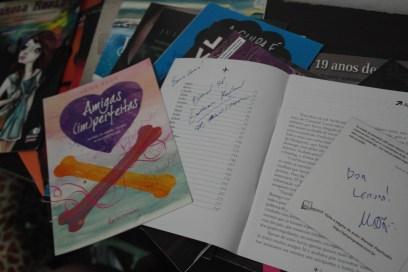 Papéis e outros... autografados.