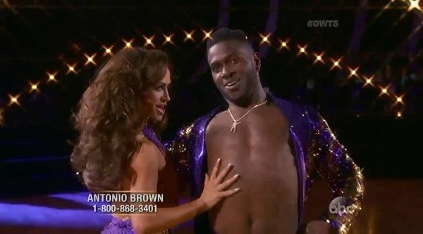 'DWTS' week 5: Don't adjust your TV, Brown Cha-Cha slides with new partner