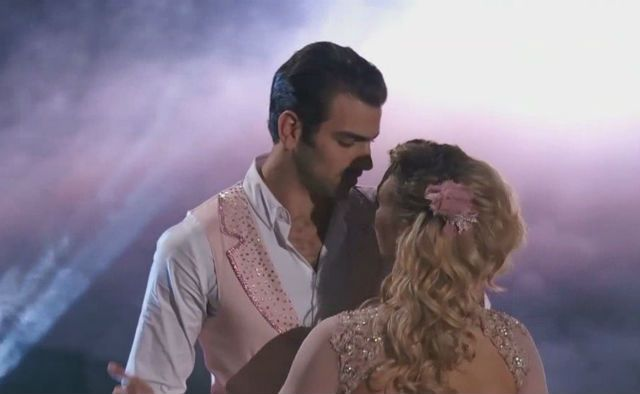 Nyle DiMarco Dances in Silence for Emotional 'DWTS'…