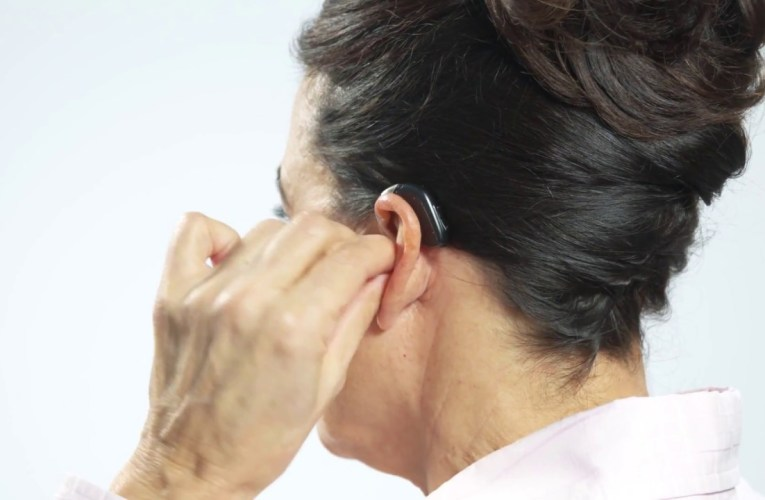 Opn BTE13 PP – How to place the hearing aid with dome on the ear